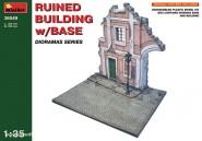 Gebäuderuine mit Basis