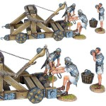 Römischer Onager mit 3 Artilleristen in weißen tuniken