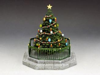 XM017-01 Christmas Tree with Christmas Present by King and Country
