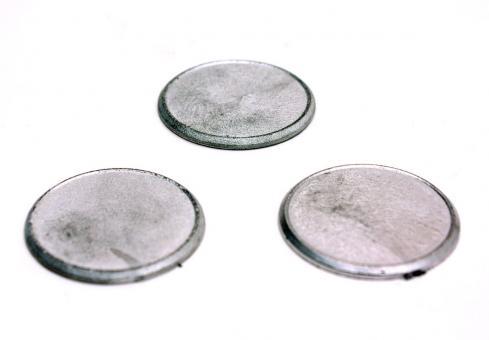 3 Metall-Sockel