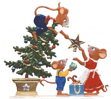 Mice Family decorating Tree