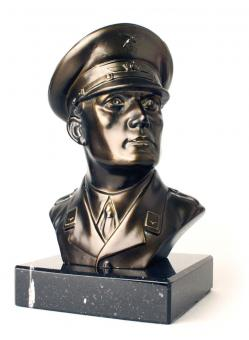 Metal bust Officer Luftwaffe (1916-1945) with marble base