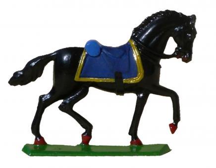Pferd mit Sattel, im Schritt