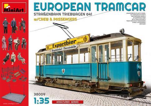 Europäischer Straßenbahn Triebwagen 641 mit Bahnpersonal und Passagieren