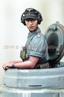 Deutscher Panzerkommandant im Sommer #1
