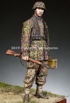 Soldat mit MG Munition - 12. Div. HJ