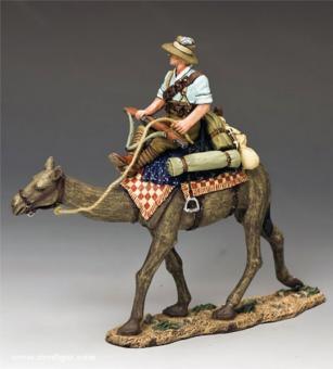 Soldat im Hemd auf Kamel