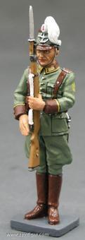 King&Country: Polizist in Paradeuniform präsentiert das Gewehr, 1933 bis 1945