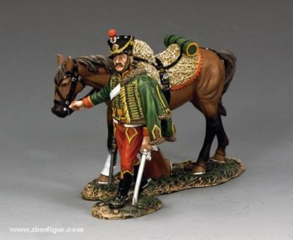 Husar, sein Pferd führend
