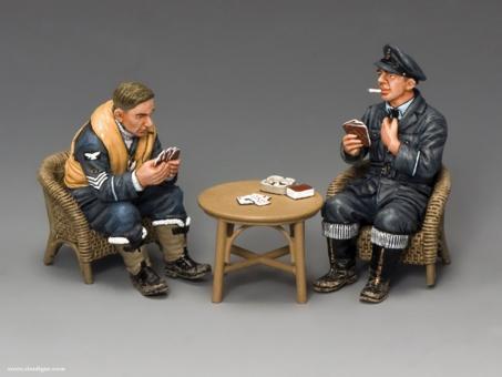 Piloten beim Kartenspiel