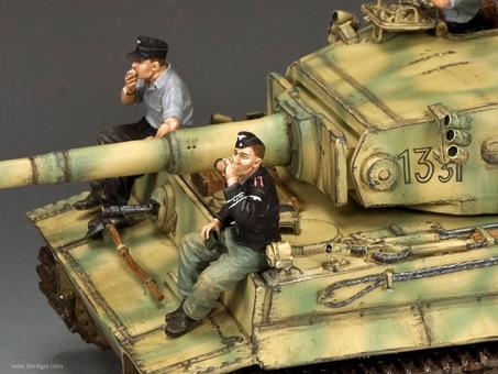 Sich ausruhende Panzersoldaten