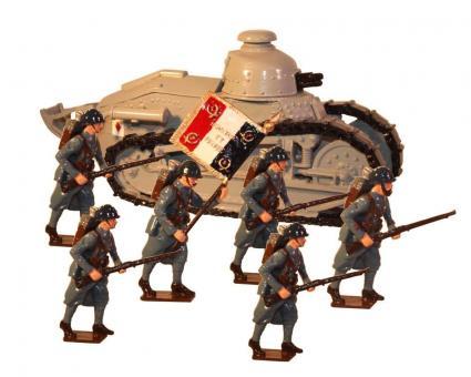 FT17 Panzer und Infanterie