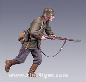 Deutscher Soldat, stürmend