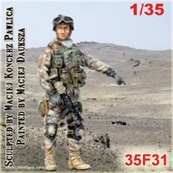 Soldat mit Maschinenpistole