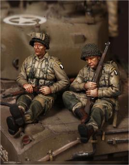 US Army Airborne Soldaten auf Sherman-Panzer sitzend - Set 1