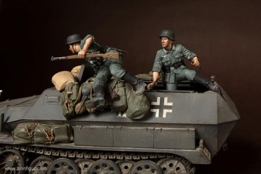 Deutsche Panzergrenadiere im Kampf