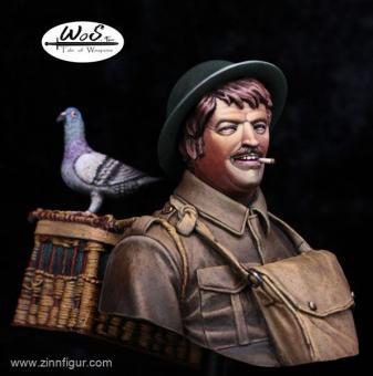 Britischer Infanterist mit Brieftaube