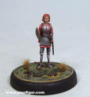 Tara Swiftblade - Elfen-Kriegerin mit Schwert und Schild