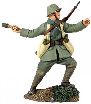 Deutscher Infanterist, Granate werfend