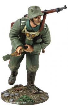Deutscher Infanterist, Granate scharf machend