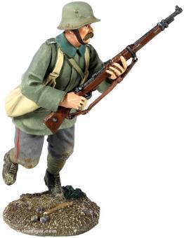 Deutscher Infanterist mit Granatentaschen, rennend
