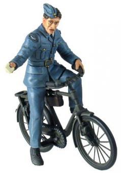 RAF Soldat des Bodenpersonals mit Fahrrad