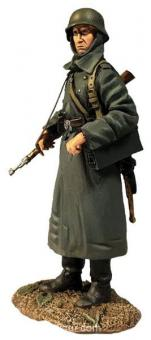 Volksgrenadier mit Munitionskasten