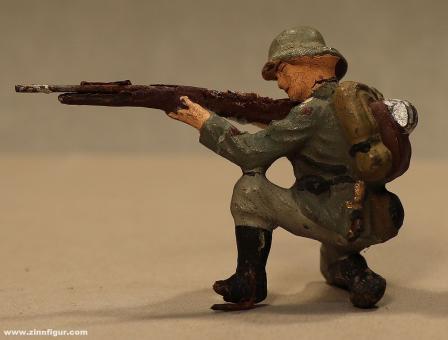 Lineol: Kniend schießender Soldat, 1935 bis 1945