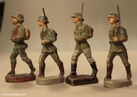 Verschiedene Hersteller: Vier beschädigte Marschierer der Wehrmacht, 1935 bis 1945