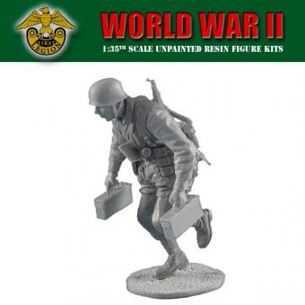 Berliner Zinnfiguren | German Fallschirmjäger Running with MG42 Ammo |  purchase online